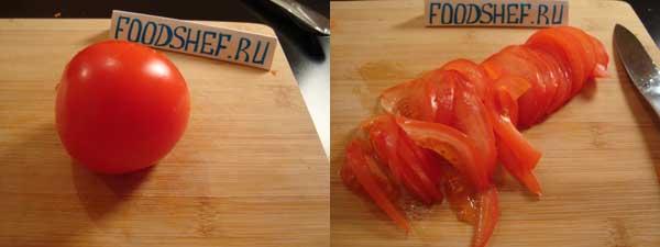 нарезанный дольками помидор