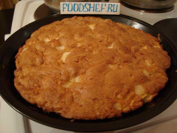 Рецепт бисквита с яблоками в духовке с фото пошагово