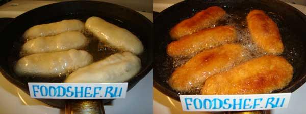 обжариваем сосиски в тесте
