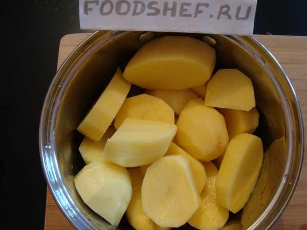 ставим варить картофель