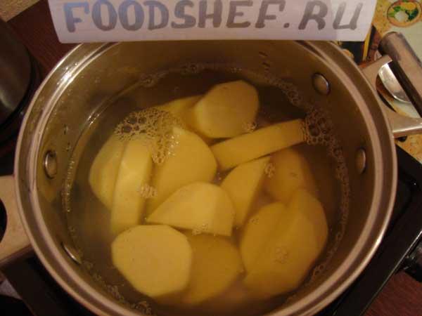 ставим вариться картофель
