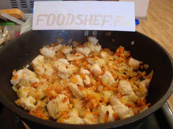 Лук морковь и филе куриное