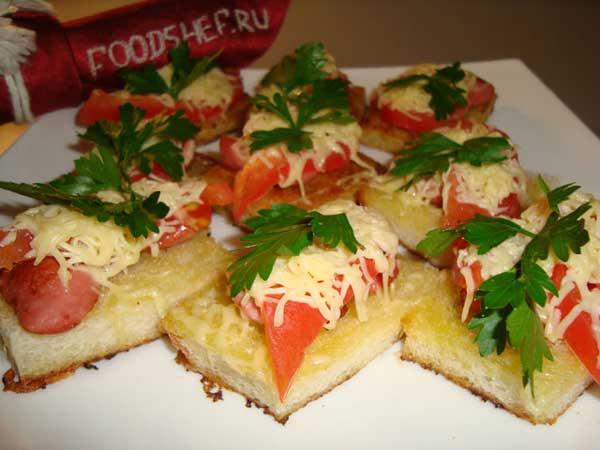 Горячие бутерброды с сосиской и сыром на сковородке