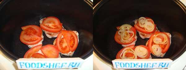 выкладываем помидор и лук